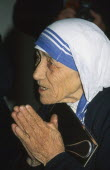 Profile of Mother Teresa praying Kolkata Asia Bharat Calcutta Inde Indian Intiya Mum Religion