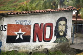 Mural depicting Che Guevara  and relating to President Chavez vote of no confidence.