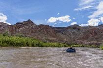USA, Utah, A family rafting trip through the canyon of the San Juan River.
