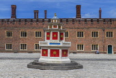 England, Richmond upon Thames. Hampton Court Palace, Base Court and the Wine Fountain.