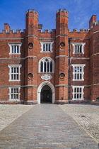 England, Richmond upon Thames. Hampton Court Palace, Base Court.